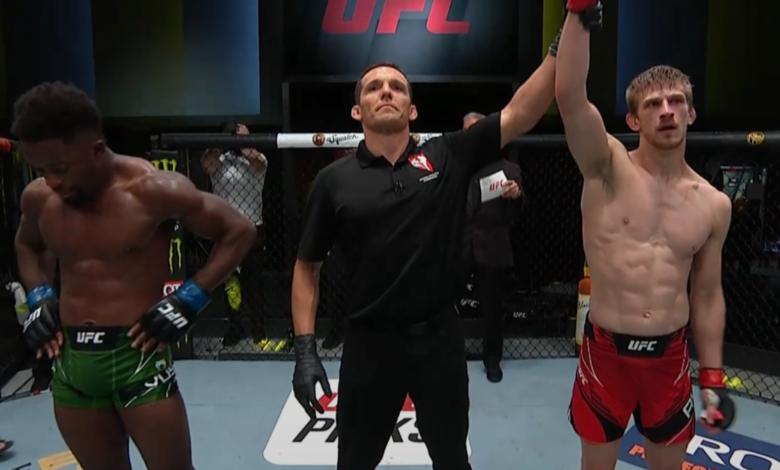 UFC Vegas 23: Arnold Allen pokonuje Sodiqua Yussufa jednogłośną decyzją sędziów [RELACJA]