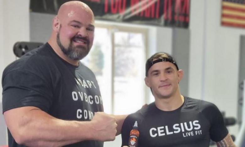 Dustin Poirier trenuje zapasy ze 180 kilogramowym strongmenem! [WIDEO]